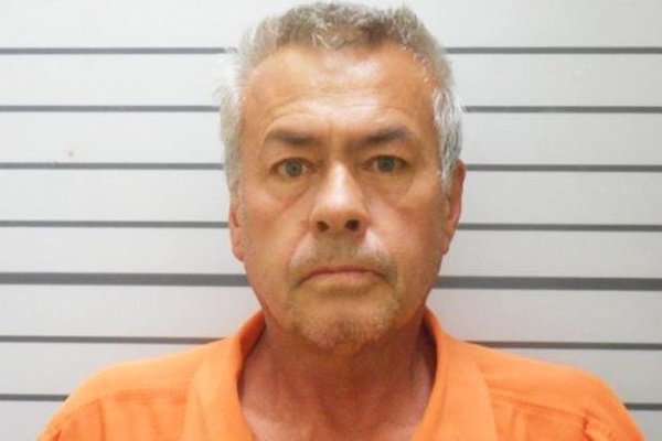Bố dượng cưỡng hiếp con gái nhiều thập kỷ trong ngôi nhà kinh hoàng-1