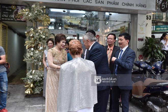 MC Phương Mai diện Áo dài đỏ, rạng rỡ trong lễ ăn hỏi với ông xã người Ba Lan-10