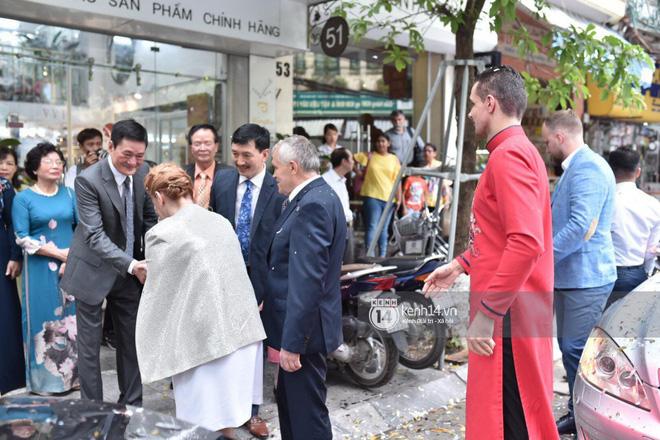 MC Phương Mai diện Áo dài đỏ, rạng rỡ trong lễ ăn hỏi với ông xã người Ba Lan-8