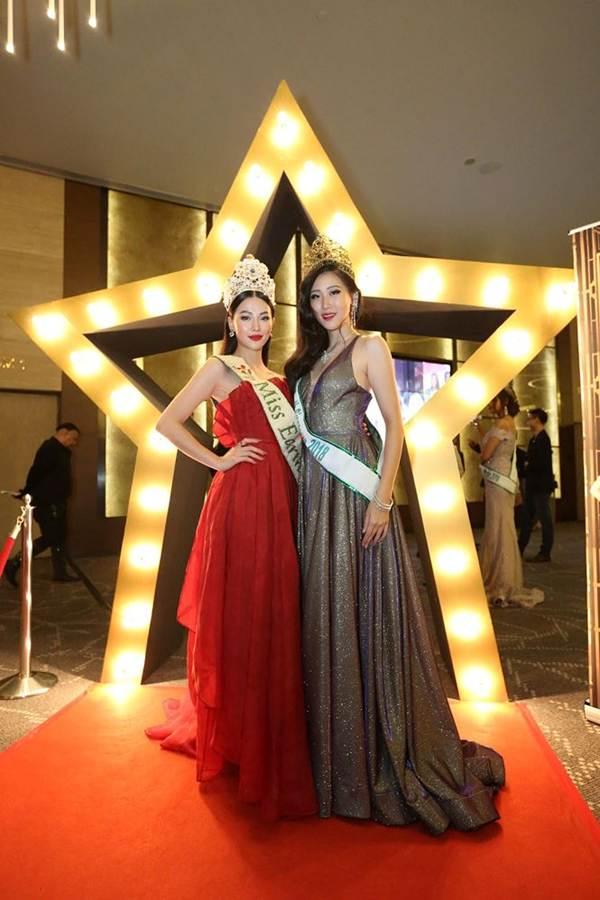 Hoa hậu Phương Khánh nóng bỏng với sắc đỏ dự chung kết Miss Earth Singapore 2019-2