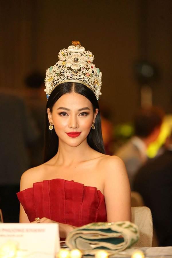 Hoa hậu Phương Khánh nóng bỏng với sắc đỏ dự chung kết Miss Earth Singapore 2019-6