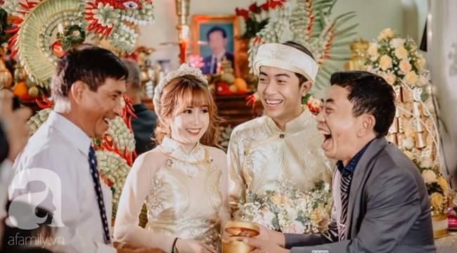 Hot youtuber Cris Phan chính thức lên xe hoa, nhìn lại chuyện tình siêu dị trước khi có đám cưới siêu to, siêu khổng lồ hôm nay thế này-10