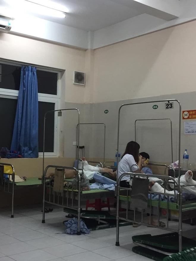 Trông người nhà nằm viện, thanh niên ghen tị với bệnh nhân giường bên vì cô bạn gái tuyệt vời-1