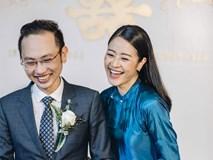 Chồng tương lai của MC Phí Linh lần đầu lộ diện, hạnh phúc hôn má cô dâu trong ngày ăn hỏi