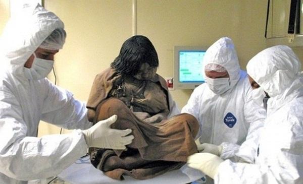 Bí ẩn xác ướp 3 đứa trẻ được chôn từ 500 năm trước, đánh lừa cả các nhà khoa học vì trông chỉ như đang ngủ một giấc dài-1