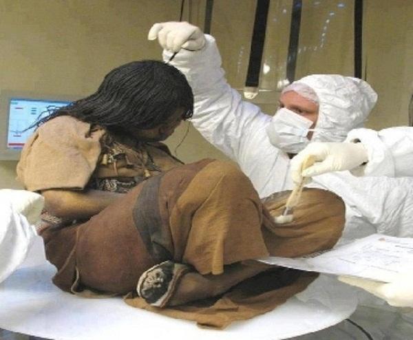 Bí ẩn xác ướp 3 đứa trẻ được chôn từ 500 năm trước, đánh lừa cả các nhà khoa học vì trông chỉ như đang ngủ một giấc dài-4