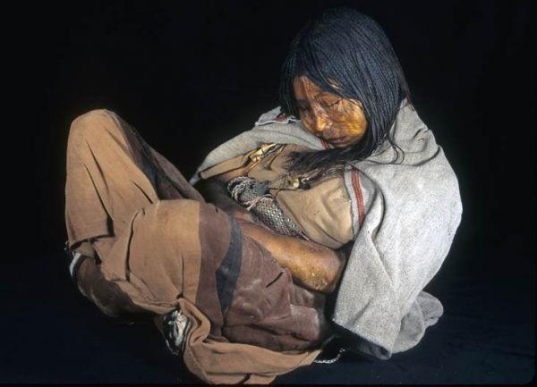 Bí ẩn xác ướp 3 đứa trẻ được chôn từ 500 năm trước, đánh lừa cả các nhà khoa học vì trông chỉ như đang ngủ một giấc dài-6