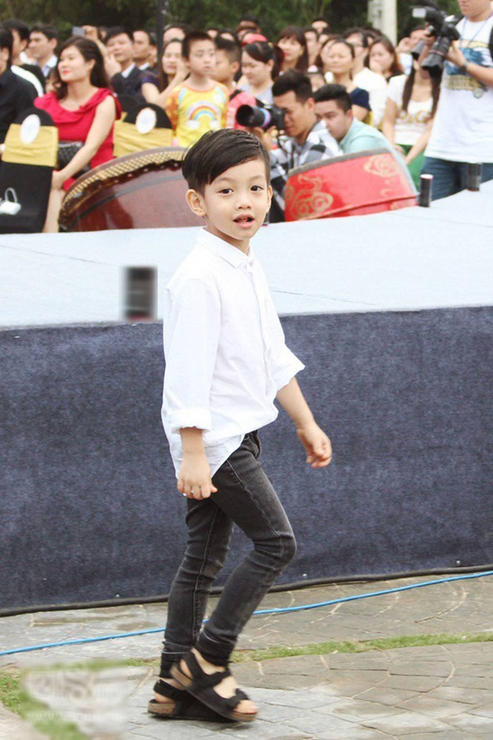 Cuộc sống sung sướng của các nhóc tỳ sao Việt: Đứa học trường Quốc tế học phí hàng trăm triệu, đứa từ bé đã thạo 6 thứ tiếng-1