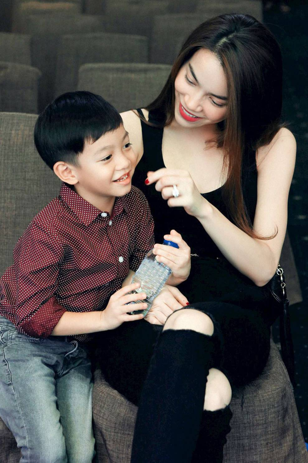 Cuộc sống sung sướng của các nhóc tỳ sao Việt: Đứa học trường Quốc tế học phí hàng trăm triệu, đứa từ bé đã thạo 6 thứ tiếng-3