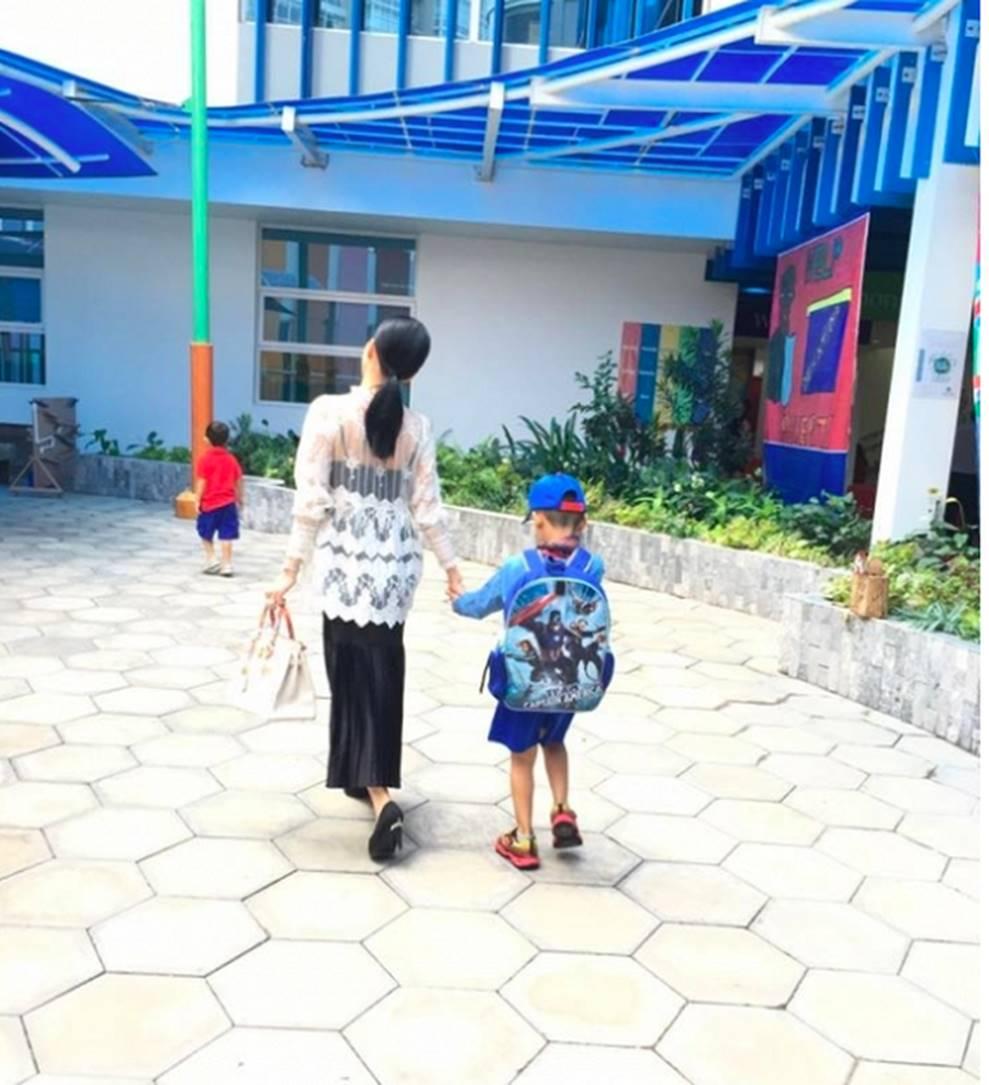 Cuộc sống sung sướng của các nhóc tỳ sao Việt: Đứa học trường Quốc tế học phí hàng trăm triệu, đứa từ bé đã thạo 6 thứ tiếng-9