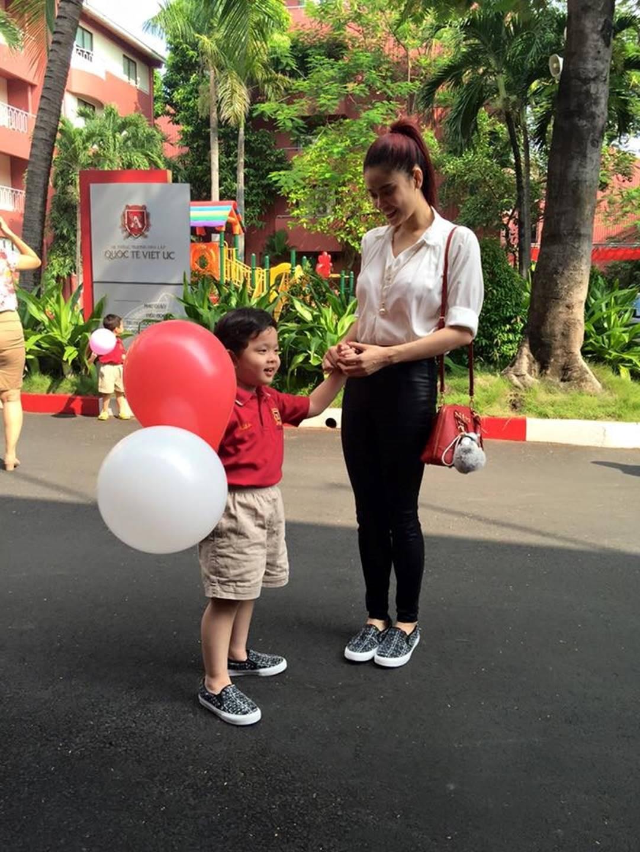 Cuộc sống sung sướng của các nhóc tỳ sao Việt: Đứa học trường Quốc tế học phí hàng trăm triệu, đứa từ bé đã thạo 6 thứ tiếng-18