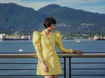 H'Hen Niê diện đồ Công Trí kiêu hãnh tạo dáng trên bờ biển Vancouver - Canada