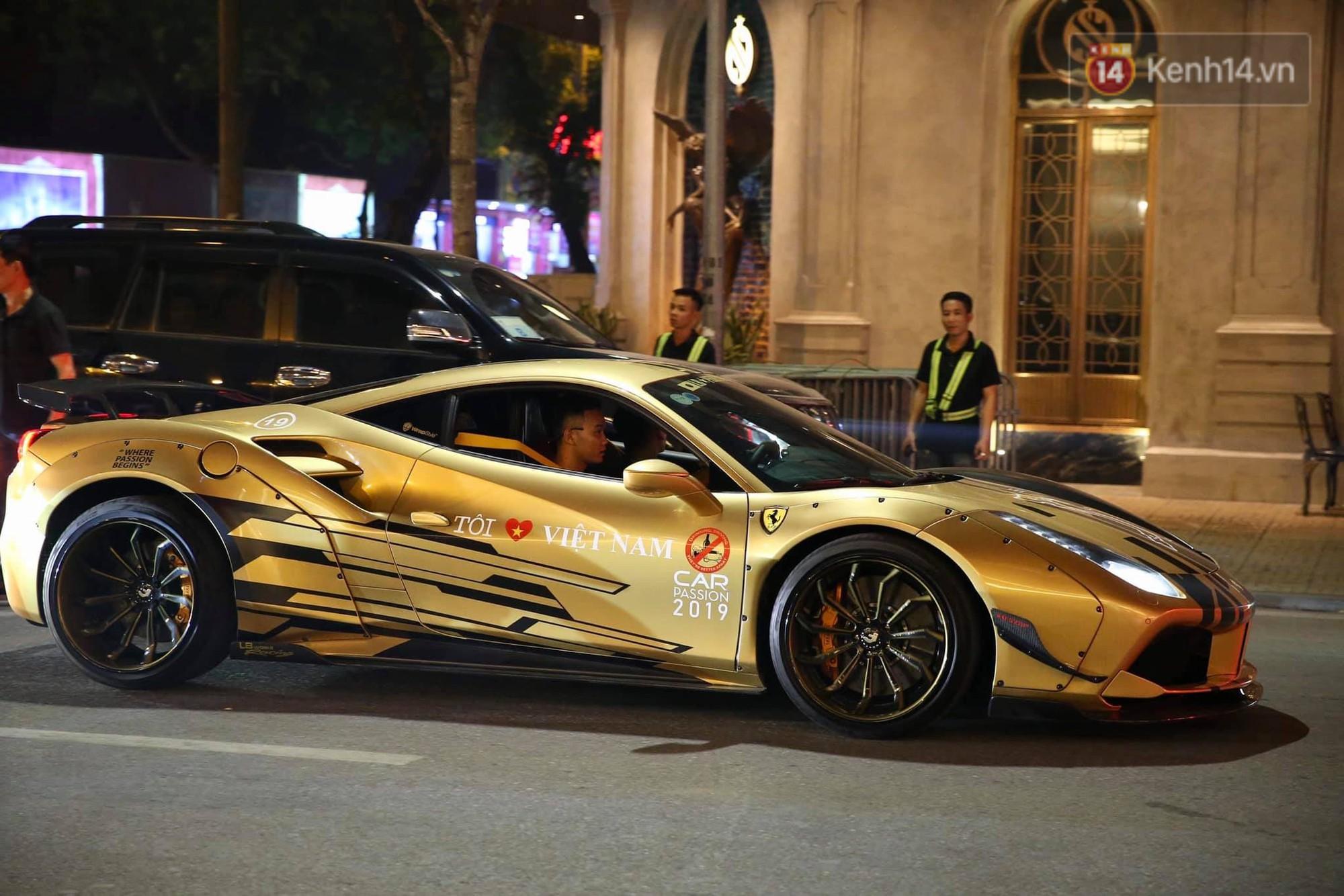 Dàn siêu xe hơn 300 tỷ rầm rộ tụ họp trên đường phố Hà Nội, Cường Đô La và vợ cũng xuất hiện với chiếc Audi R8V10-9