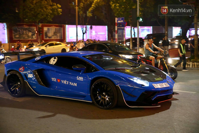 Dàn siêu xe hơn 300 tỷ rầm rộ tụ họp trên đường phố Hà Nội, Cường Đô La và vợ cũng xuất hiện với chiếc Audi R8V10-2