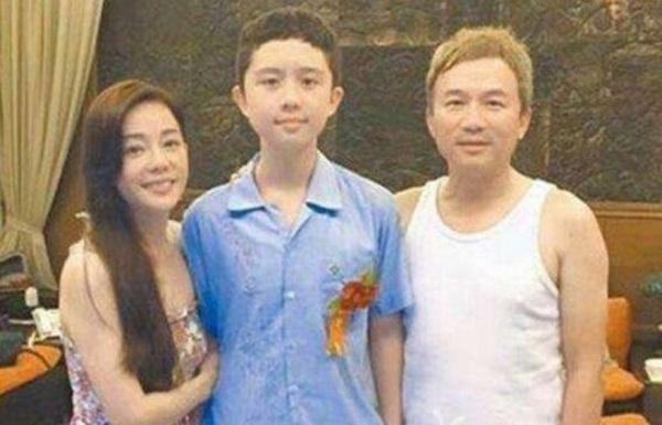 Nữ diễn viên ngủ cùng con trai đến năm 15 tuổi và bi kịch con gặp phải ở tuổi trưởng thành-2