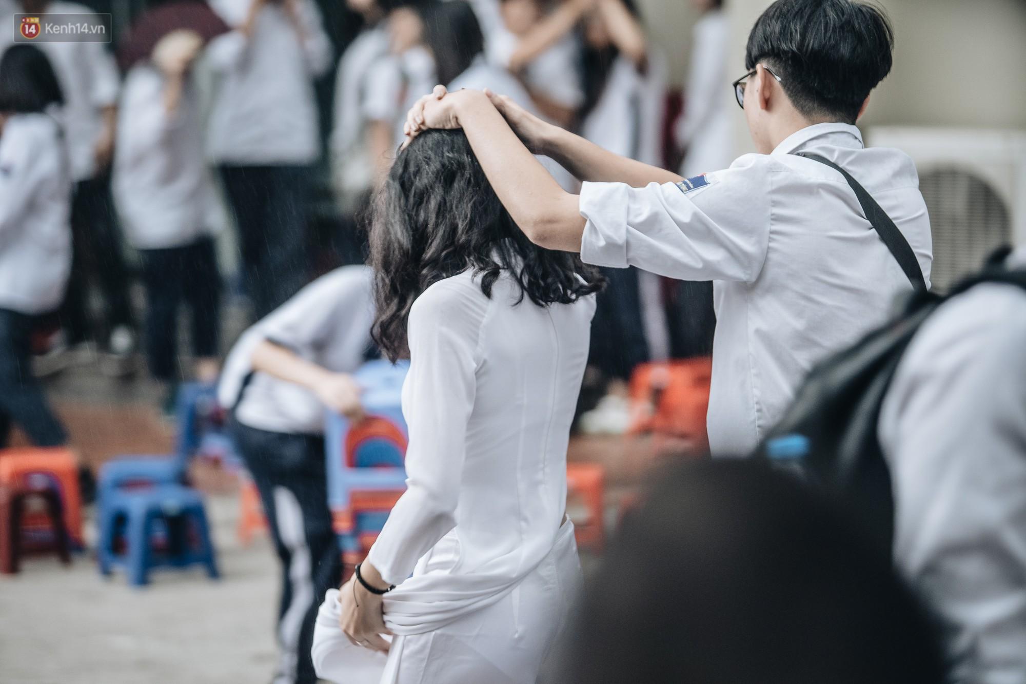 Cô gái với bức thư tình không bao giờ được đáp lại trên áo đồng phục: Đúng người, đúng thời điểm nhưng không đến được với nhau, đó là thanh xuân-1