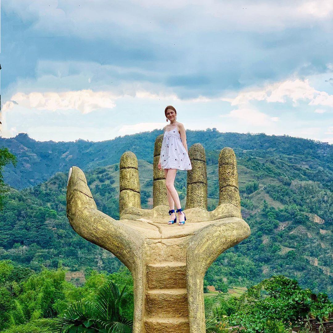 """Nổi đình nổi đám bấy lâu nay, hoá ra bàn tay sống ảo khổng lồ ở Đà Lạt chỉ là bản sao"""" của chỗ này!-5"""