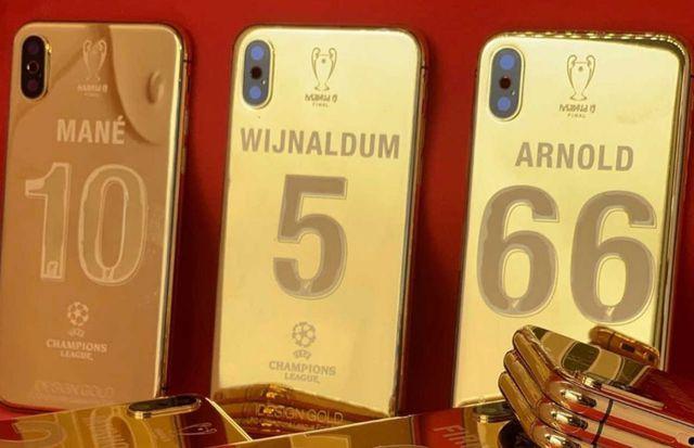 Vô địch cúp C1, cầu thủ Liverpool được thưởng nóng iPhone XS mạ vàng 24K-1