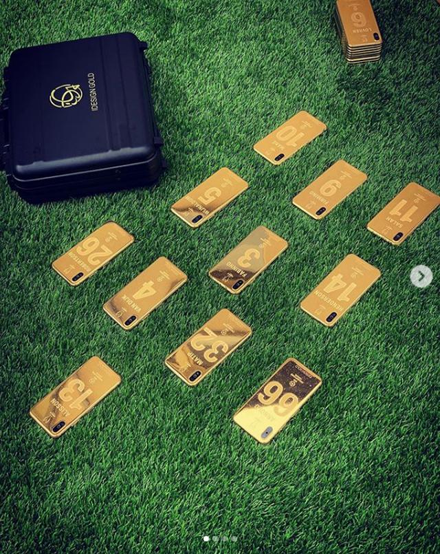 Vô địch cúp C1, cầu thủ Liverpool được thưởng nóng iPhone XS mạ vàng 24K-3
