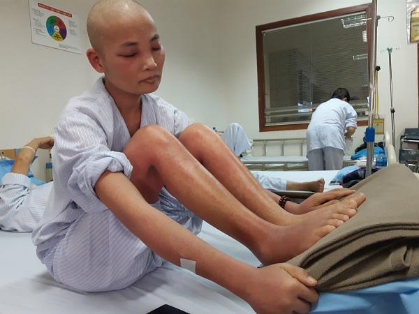 Mẹ ung thư người đỏ như tôm luộc, chỉ ước có đủ 1,4 triệu đồng để con không thất học-1