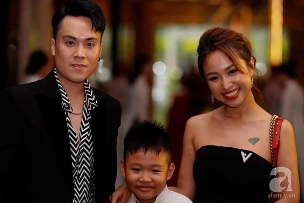 Cô dâu Phí Linh nắm chặt tay bố bước vào lễ đường, xúc động trong khoảnh khắc trao nhẫn cùng chú rể Hoàng Linh-11