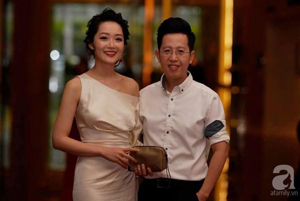 Cô dâu Phí Linh nắm chặt tay bố bước vào lễ đường, xúc động trong khoảnh khắc trao nhẫn cùng chú rể Hoàng Linh-15