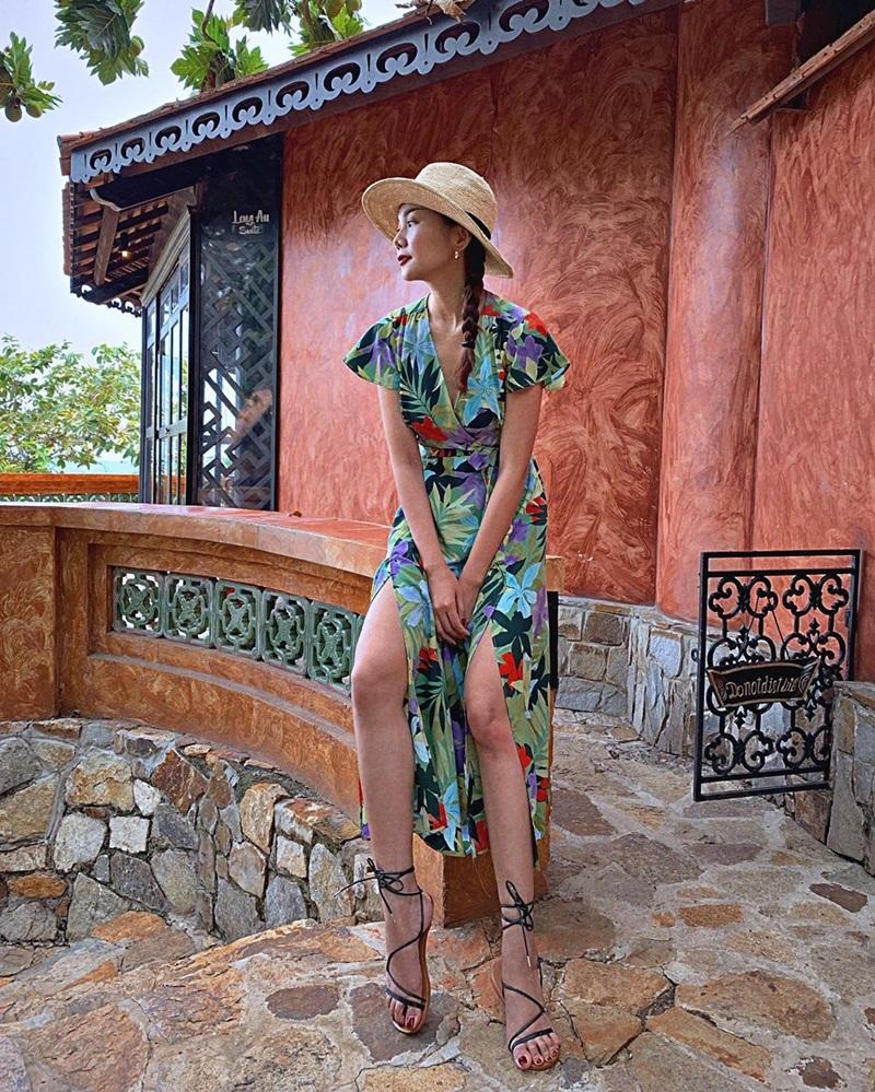 Khoe street style, Chi Pu pose dáng dạng rộng chẳng kém Hà Hồ - Ngọc Trinh đốt mắt chỉ bằng 1 chiếc áo croptop-8