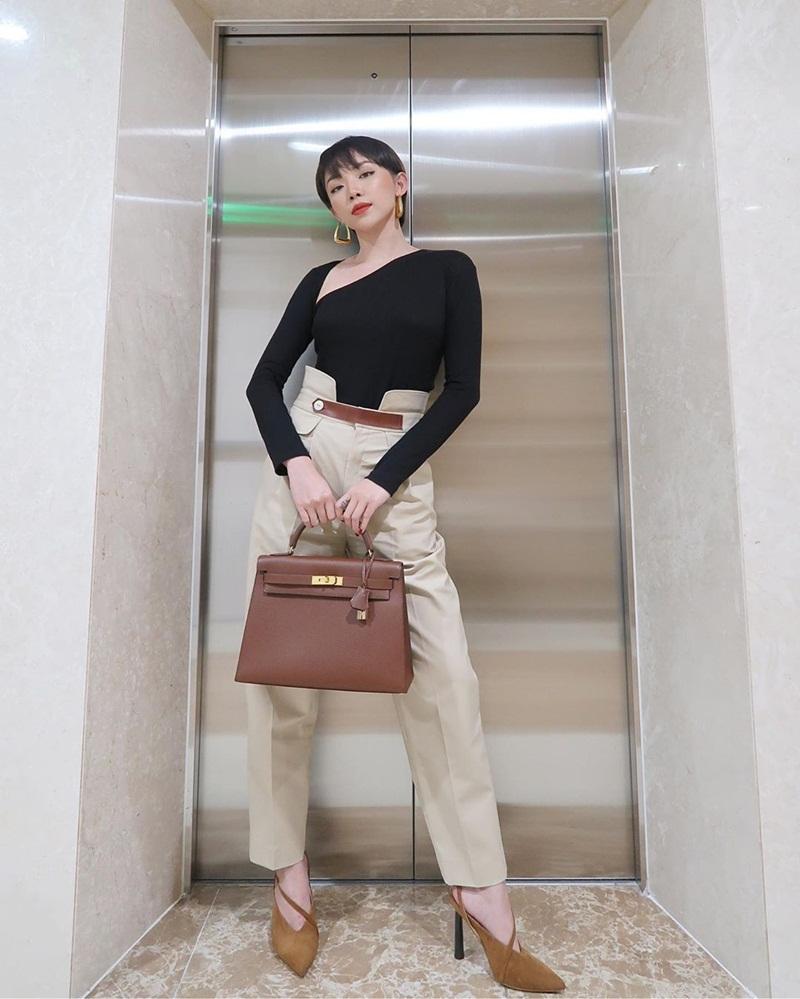 Khoe street style, Chi Pu pose dáng dạng rộng chẳng kém Hà Hồ - Ngọc Trinh đốt mắt chỉ bằng 1 chiếc áo croptop-9