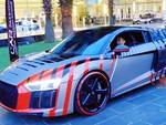 Phô diễn khả năng lái xe, Porsche Cayman cắm đầu vào biển hiệu-1