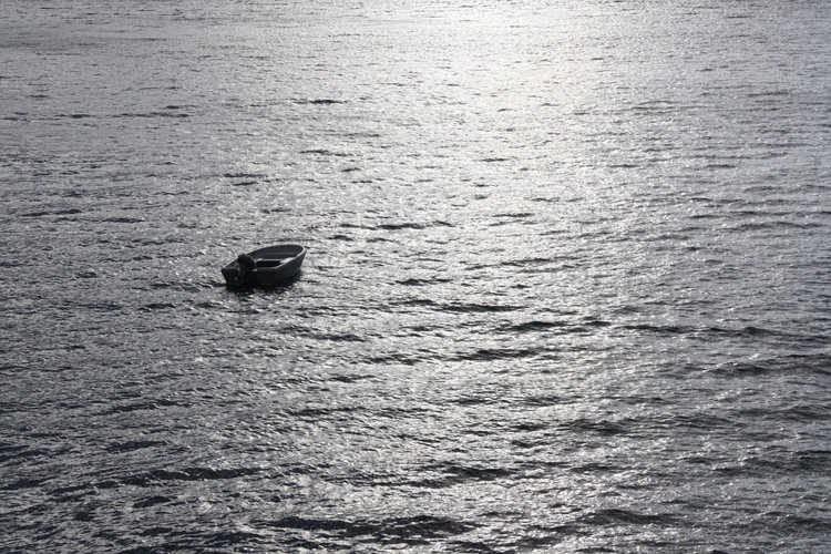 Mắc kẹt trên biển 4 ngày không đồ ăn thức uống, người đàn ông 60 tuổi sống sót thần kỳ với bạn là phao cứu sinh và đồng hồ Rolex-2