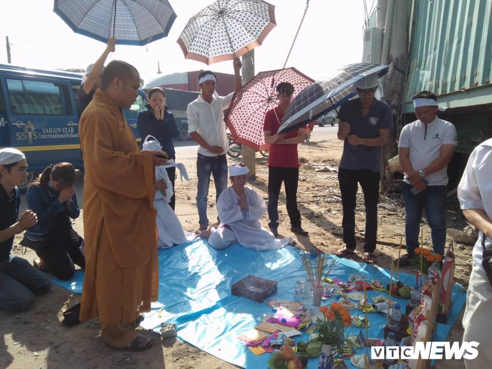 Xe container tông chết 5 người ở Tây Ninh: Xót xa 4 quan tài cạnh nhau sau chuyến xe định mệnh-3