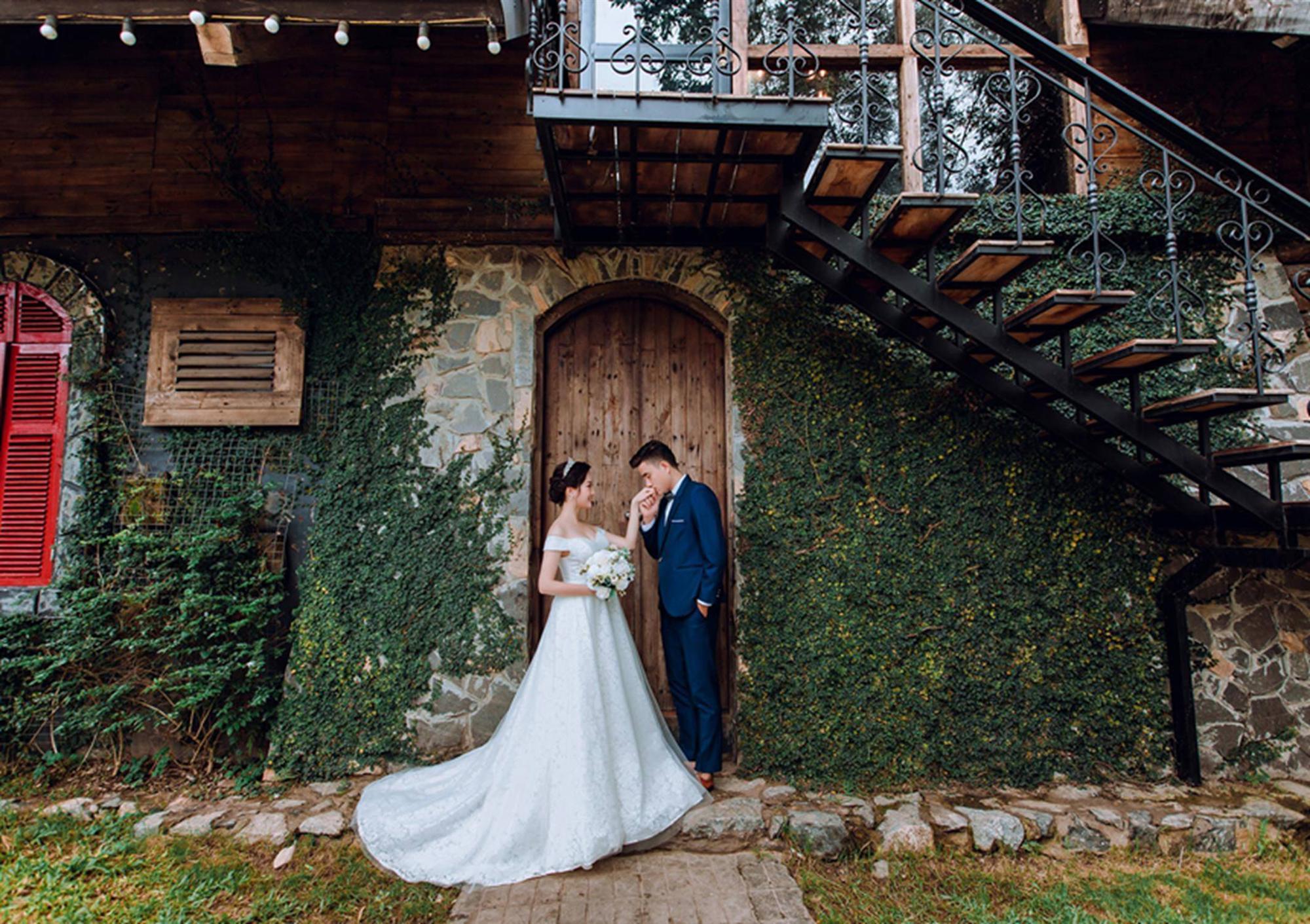 Ảnh cưới của vua kiếm chém và người vợ xinh đẹp-1