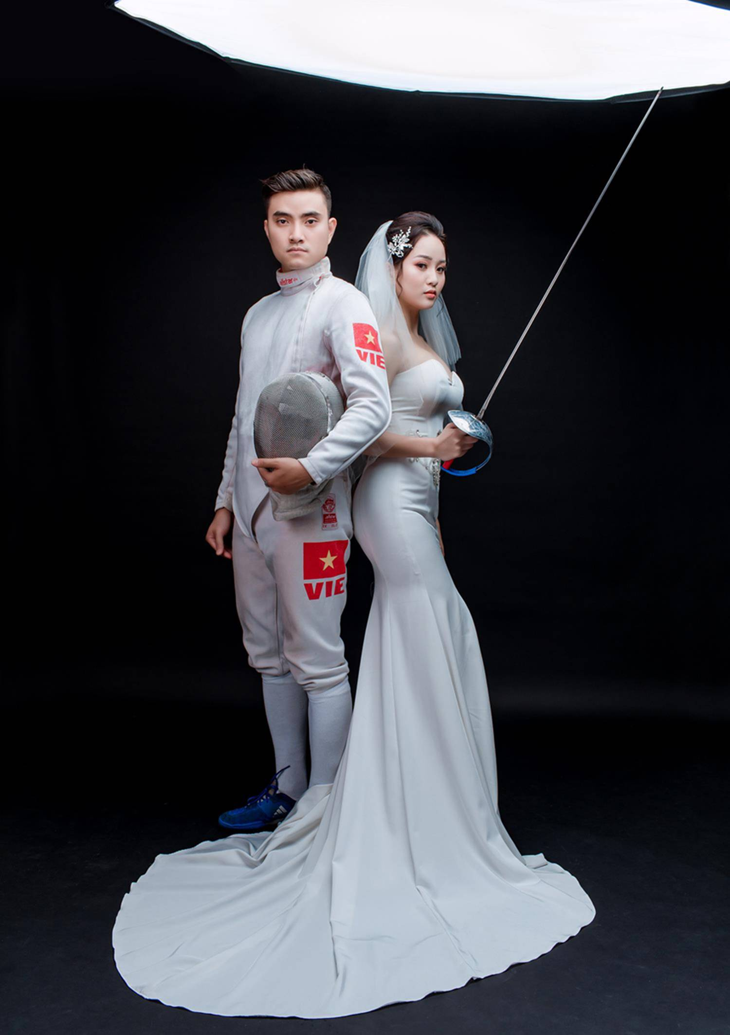 Ảnh cưới của vua kiếm chém và người vợ xinh đẹp-12