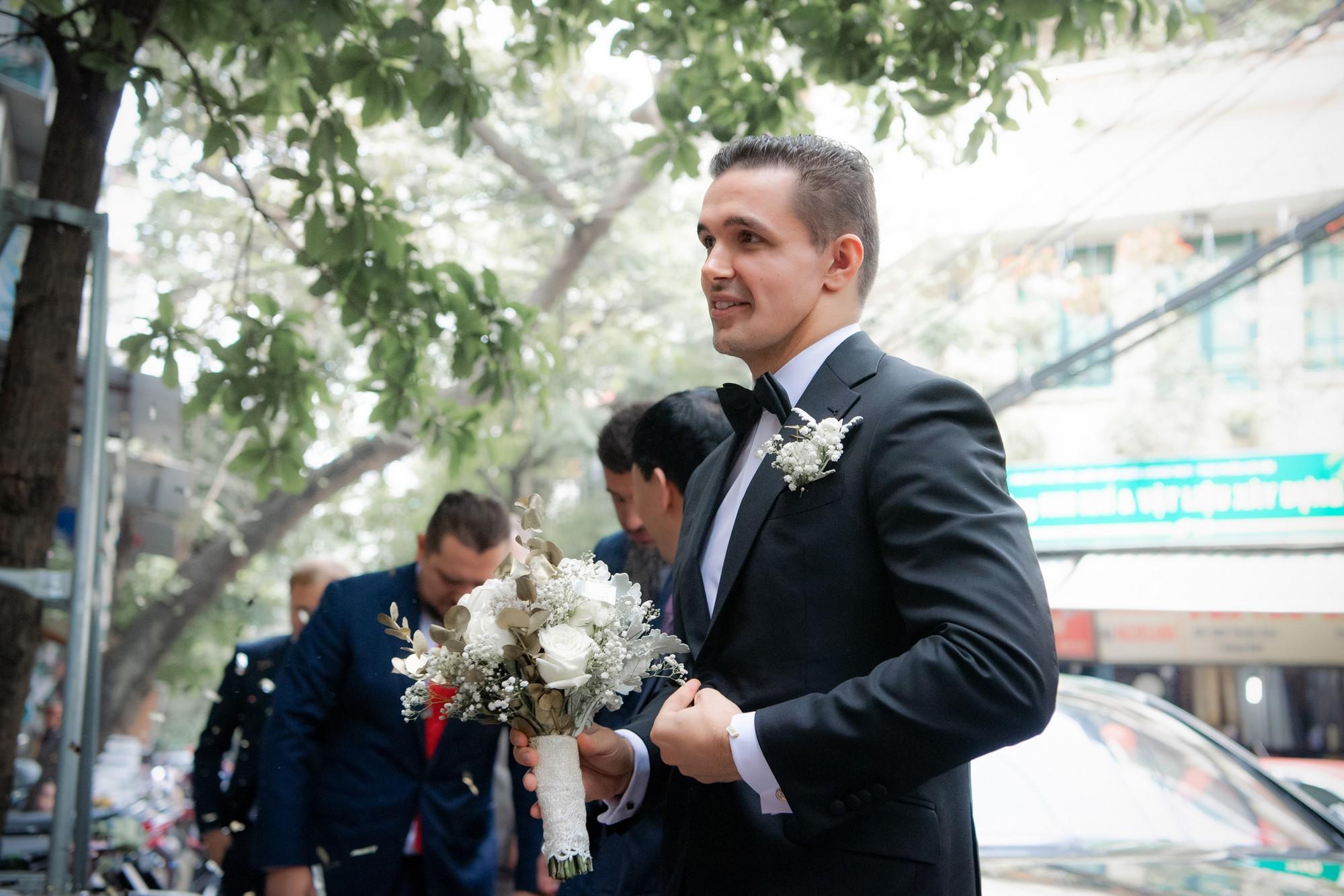 Toàn cảnh lễ đón dâu tại nhà phố cổ của siêu mẫu Phương Mai: Chú rể xuất hiện cùng đoàn xe sang, cô dâu òa khóc ôm chặt mẹ ruột-3