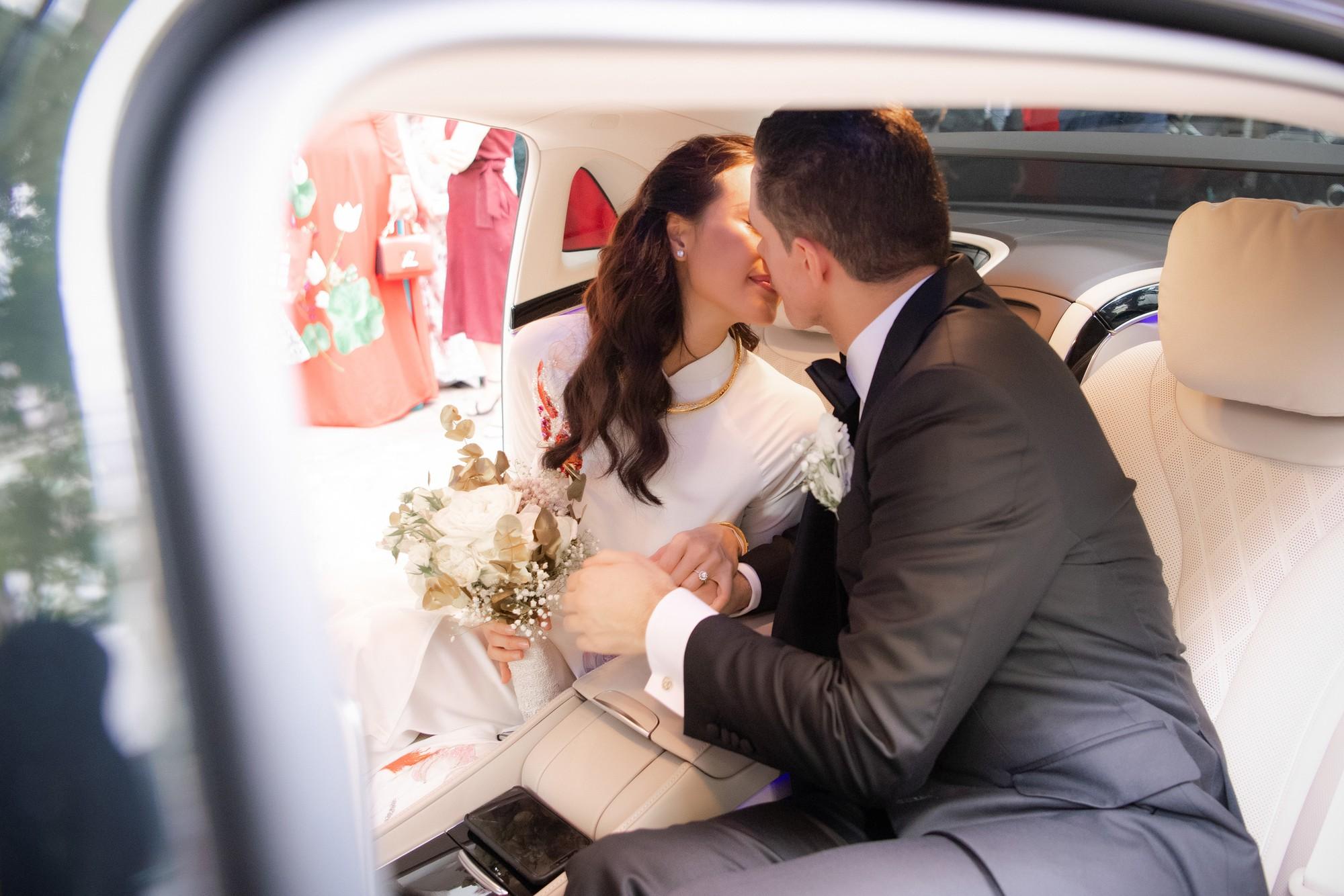 Toàn cảnh lễ đón dâu tại nhà phố cổ của siêu mẫu Phương Mai: Chú rể xuất hiện cùng đoàn xe sang, cô dâu òa khóc ôm chặt mẹ ruột-12