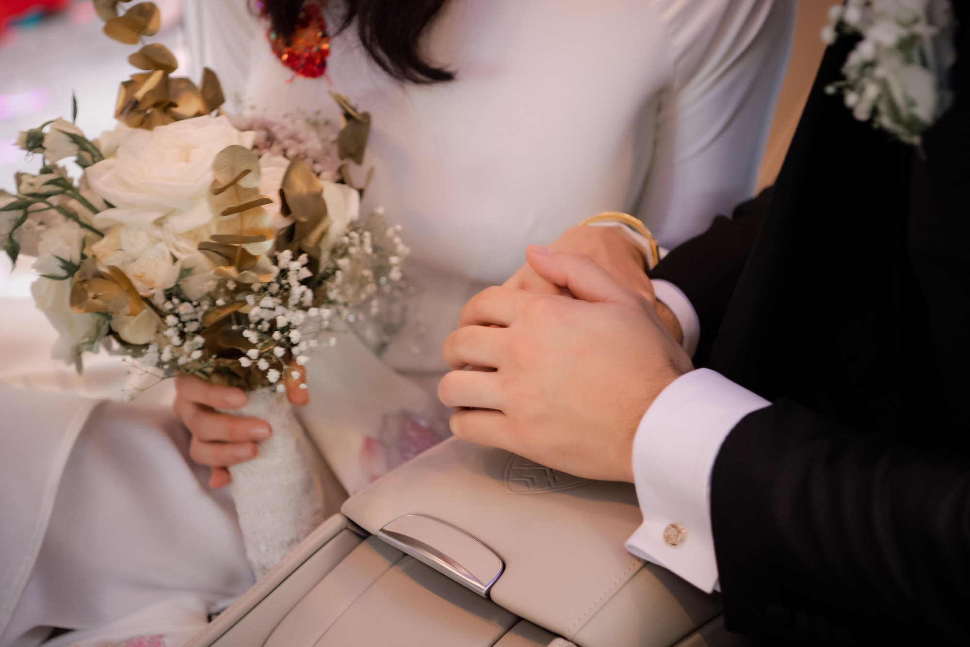 Toàn cảnh lễ đón dâu tại nhà phố cổ của siêu mẫu Phương Mai: Chú rể xuất hiện cùng đoàn xe sang, cô dâu òa khóc ôm chặt mẹ ruột-13