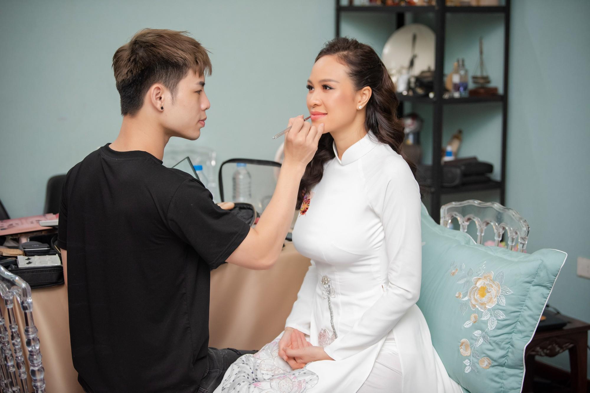 Toàn cảnh lễ đón dâu tại nhà phố cổ của siêu mẫu Phương Mai: Chú rể xuất hiện cùng đoàn xe sang, cô dâu òa khóc ôm chặt mẹ ruột-1