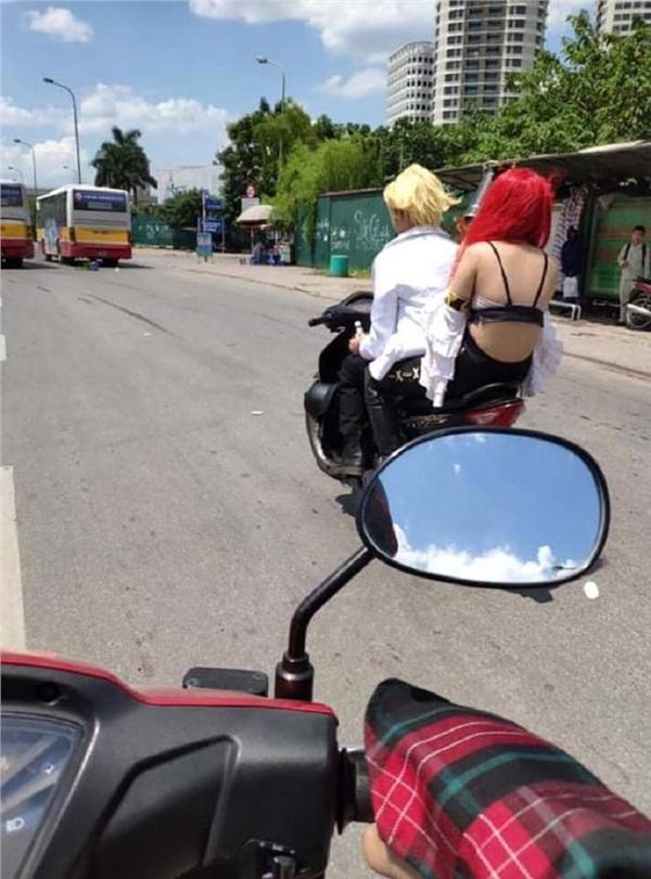 Chỉ trong một tuần, giới trẻ Việt sốc tận óc trước 4 vụ gái xinh hết cởi sạch khoe thân đến ăn mặc hở hang ra phố-6