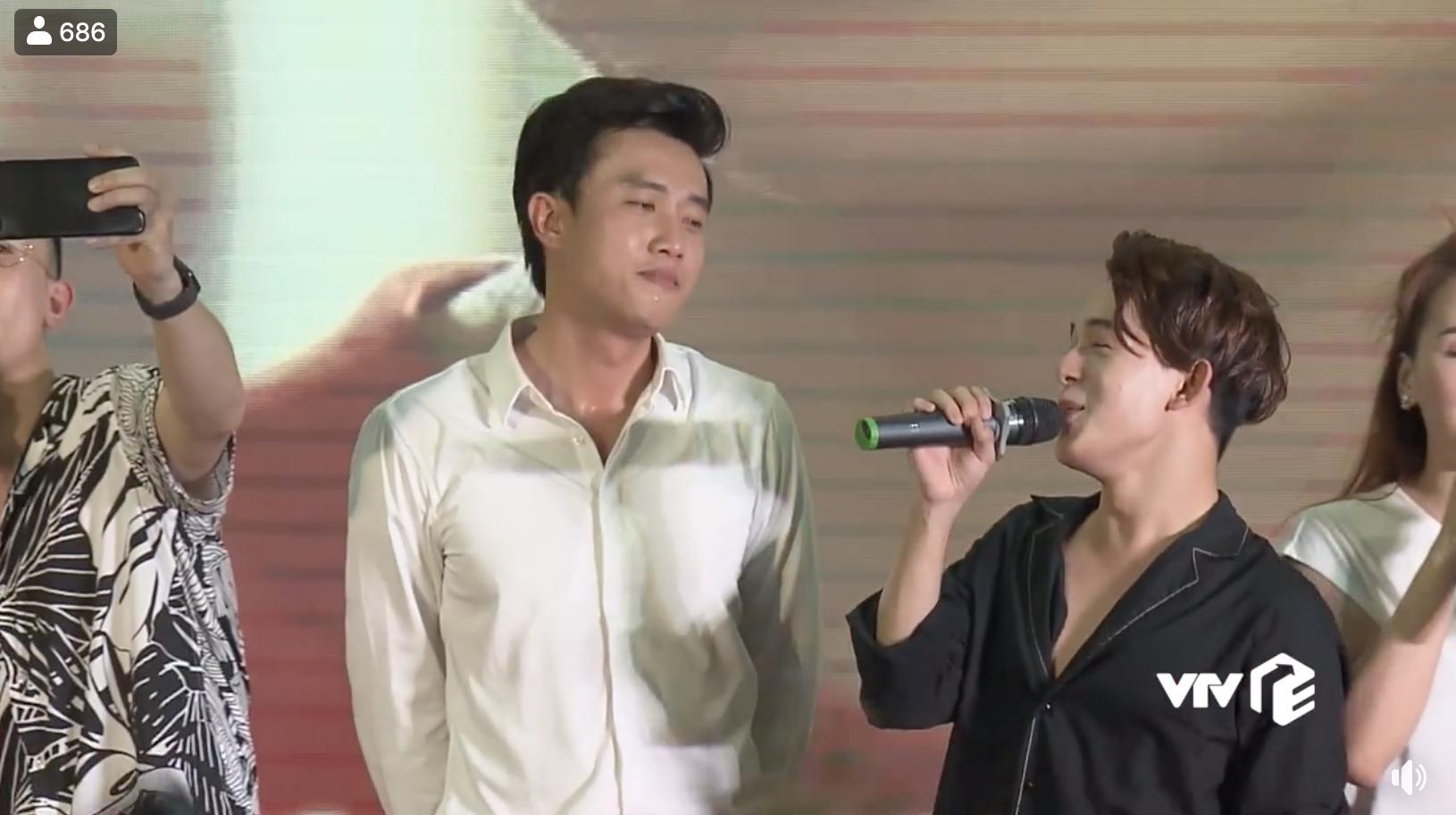 Dàn diễn viên Về nhà đi con cùng hát nhạc phim, khán giả khen lấy khen để Bảo vì hát quá hay-3