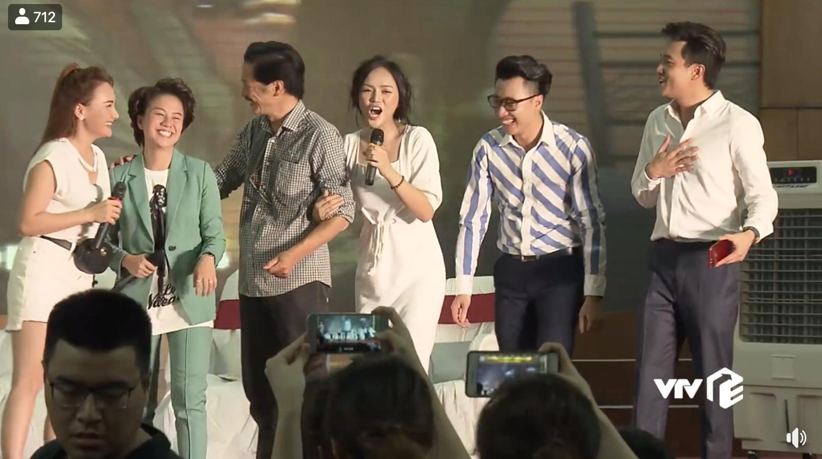 Dàn diễn viên Về nhà đi con cùng hát nhạc phim, khán giả khen lấy khen để Bảo vì hát quá hay-4