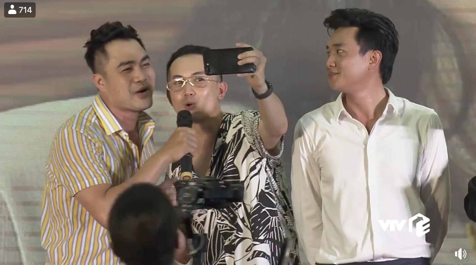 Dàn diễn viên Về nhà đi con cùng hát nhạc phim, khán giả khen lấy khen để Bảo vì hát quá hay-5