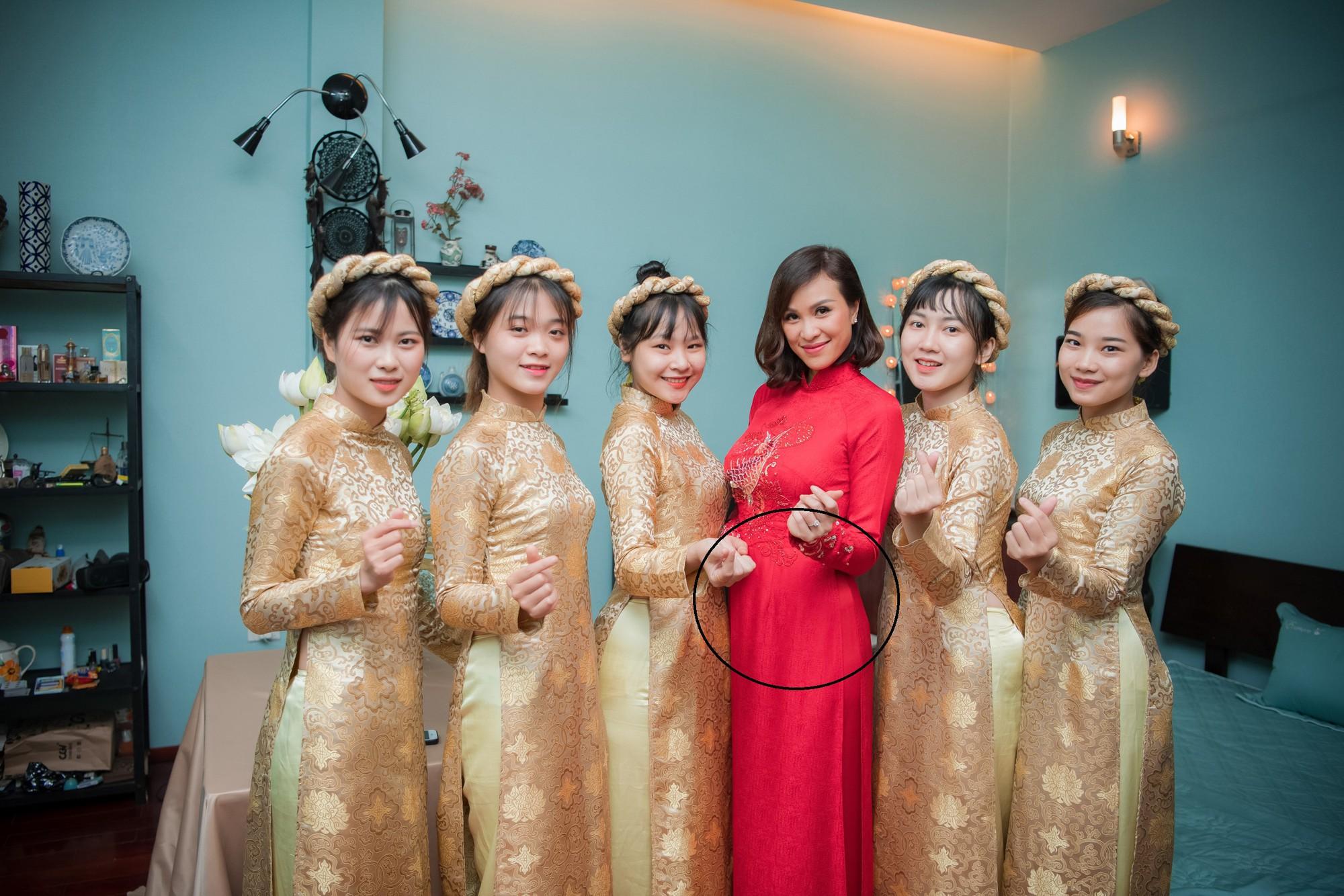 """Ngập tràn hạnh phúc, cô dâu Phương Mai bung lụa"""" không còn che giấu vòng 2 to như bầu 4,5 tháng-5"""