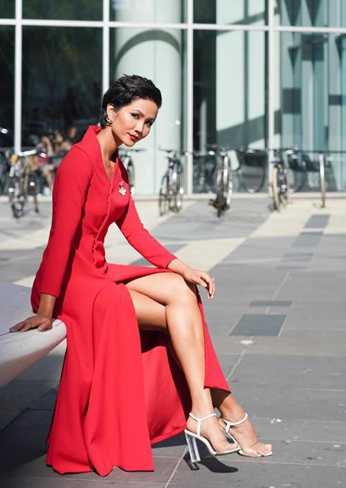 H'Hen Niê: Mang giày hơn trăm triệu đẹp như mơ nhưng chẳng đi nổi quá 2 tiếng-7