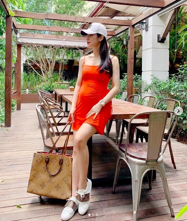 Bầu gần 5 tháng, Diệp Lâm Anh vẫn đẹp đến khó tin khi diện váy 2 dây gợi cảm-1
