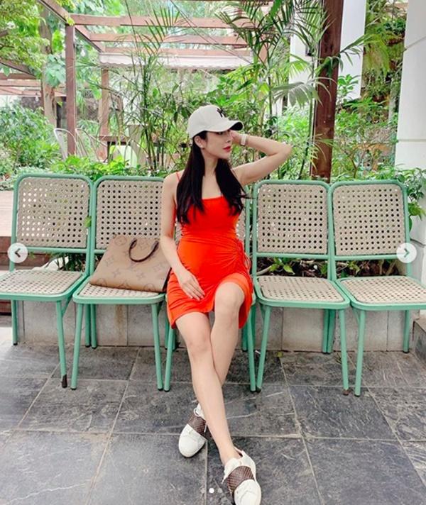 Bầu gần 5 tháng, Diệp Lâm Anh vẫn đẹp đến khó tin khi diện váy 2 dây gợi cảm-2
