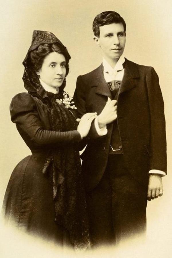 Cuộc hôn nhân đồng tính nữ đầu tiên trong lịch sử: Cặp đôi lừa cả thế giới để được danh chính ngôn thuận là vợ chồng-2