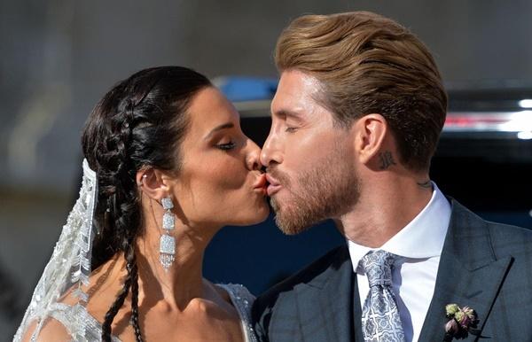Vợ chồng Beckham, Roberto Carlos dự đám cưới của Ramos-2