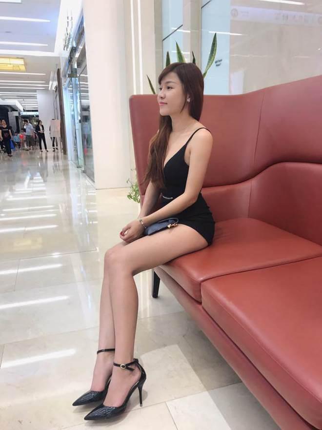 Mang giày cao 10cm đi khắp mọi nơi, bạn gái Lâm Tây chính là thánh đi giày cao gót-4
