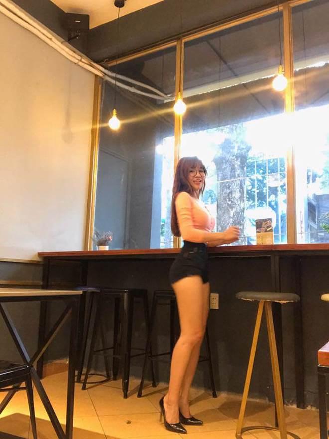 Mang giày cao 10cm đi khắp mọi nơi, bạn gái Lâm Tây chính là thánh đi giày cao gót-5