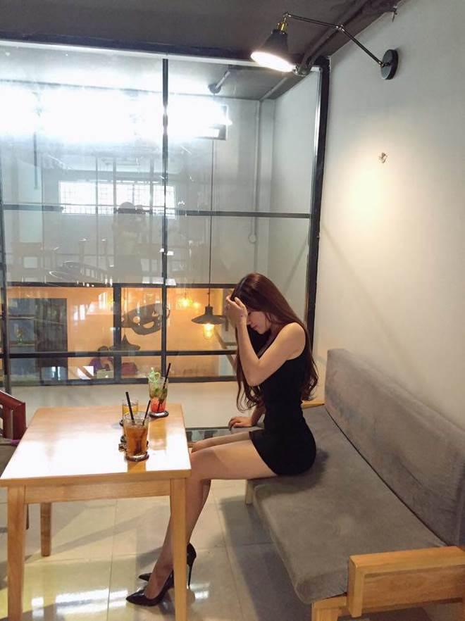Mang giày cao 10cm đi khắp mọi nơi, bạn gái Lâm Tây chính là thánh đi giày cao gót-6